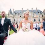 les mariés pendant la cérémonie au château d'Esclimont