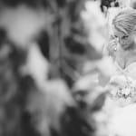 émotion de la mariée pendant la cérémonie au château d'Esclimont