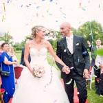 sortie des mariés de la cérémonie laïque