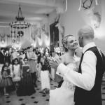 les mariés ouvrent le bal