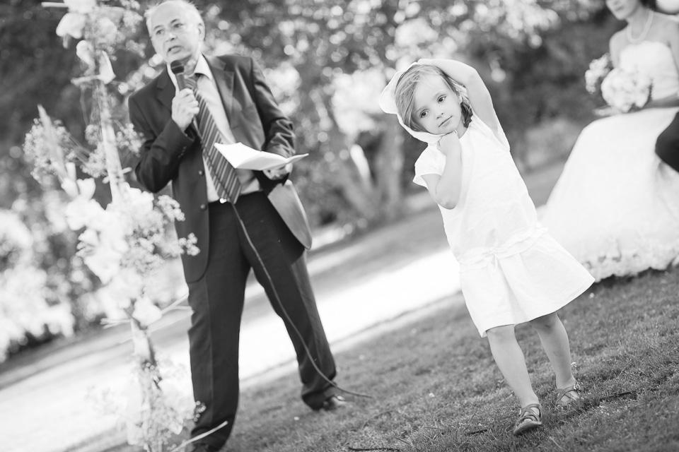 petite fille se promenant mariage turc
